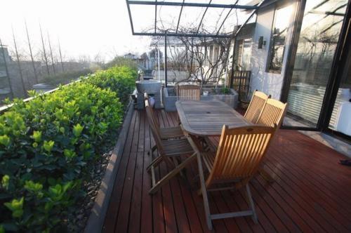 Hangzhou nan shan road cozy duplex is available now.