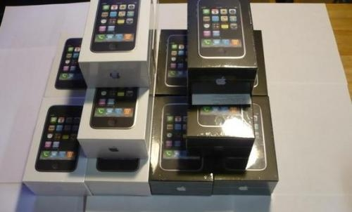 Pictures of We have  apple iphones in our store 1
